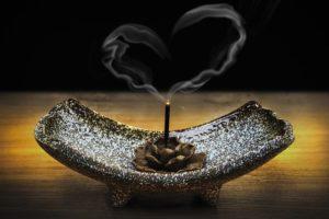 お香による天然石の浄化