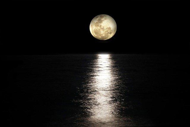 月光浴による天然石の浄化